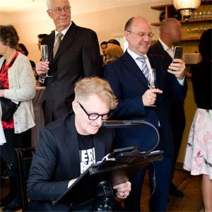 Karikaturist Hochzeit Schnellzeichner Herr Fred jetzt buchen